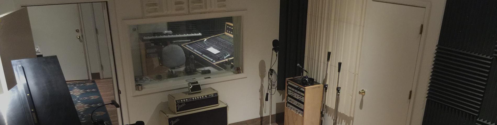 Studio_slider_more_dk_window